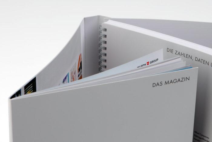 Broschüre mit 8-seitigem Umschlag und eingeklebten Informationsblättern