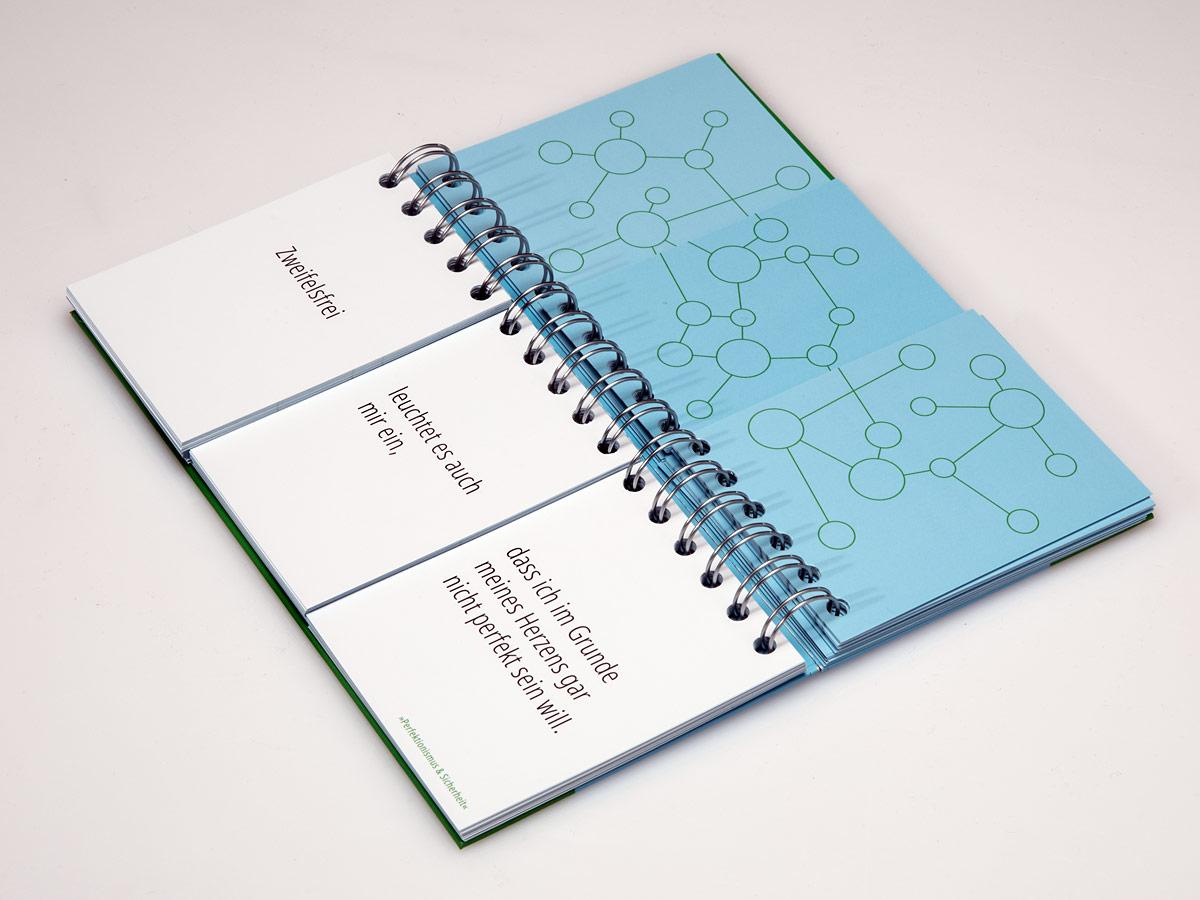 Buch mit 3-geteilten Blättern